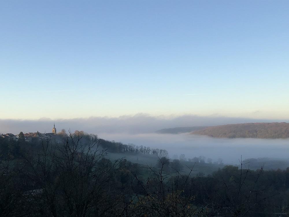 village de Coiffy brume