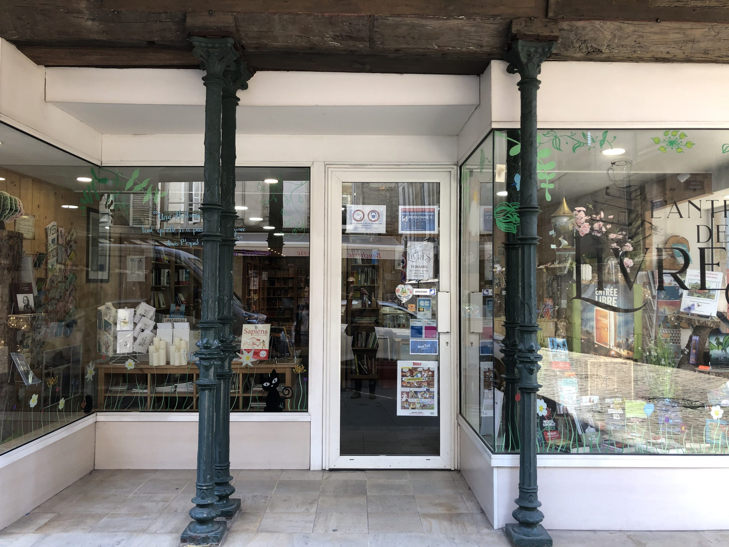 vitrine antre de livres